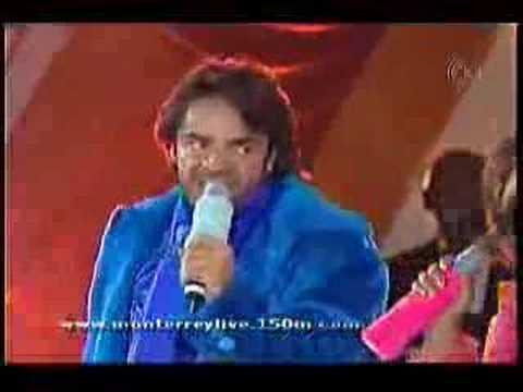 Eugenio Derbez - cantando