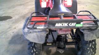 10. LOT 1148A 2001 Arctic Cat 500 4X4 ATV Manual Transmission 1572 Miles