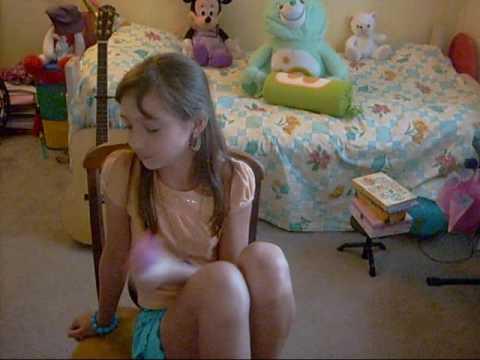 Veronika, 10, Singing