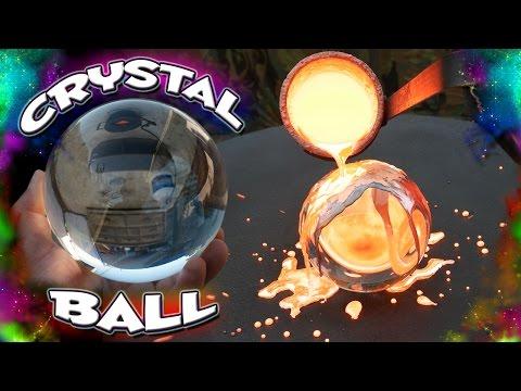 這男子將攝氏1300度熱熔銅倒在水晶球上大家以為會爆炸,沒想到他最後創造出「夢幻完美的藝術品」讓所有人都搶著跟他買!