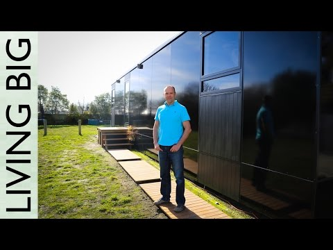 SMALL PASSIVE HOUSE ON WHEELS DESIGNED TO WITHSTAND EARTHQUAKES