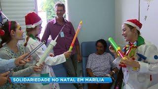Voluntários distribuem brinquedos para crianças carentes e pacientes de hospital em Marília