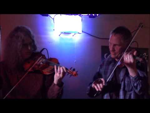 Cocktail Stevie Band performing Faded Love with twin fiddles