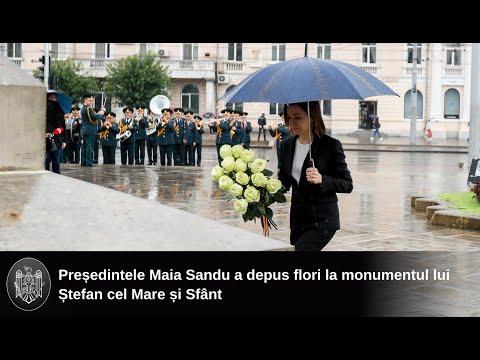 Președintele Maia Sandu a depus flori la monumentul lui Ștefan cel Mare și Sfânt