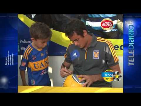 Watch video Club Tigres y Enrique Palos ayudan a TEDI