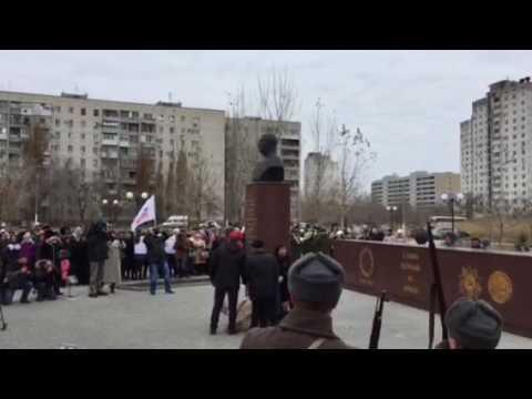 В Кировском районе Волгограда открыли памятник генералу Шумилову на новом месте