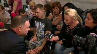 Zobaczcie jak niepełnosprawni błagali polityków PiS o rozmowę, o pomoc. Zobaczcie co każdy z nich im mówił.