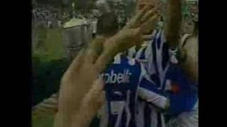 Torcida Leão Metal foi buscar mais dois momentos importantes da história do Avaí.Um é o clássico da Copa do Brasil de 1999, quando o Avaí o Figueirense em pleno Orlando Scarpelli.Outro momento é o gol do vento, feito pelo Evando no quadrangular final da série B de 2004.