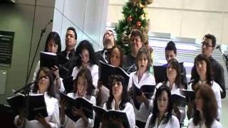 Presentación en matriz de Produbanco 22 de diciembre de 2010, con la música para el cd Llega DIciembre del Coro de...