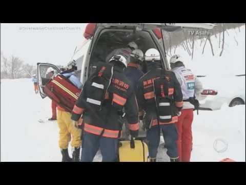 Grupo de estudantes é atingido por avalanche em estação de esqui do Japão