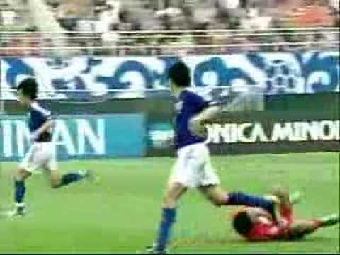 Endô es expulsado del partido entre Japón y Bahrain, por las semifinales de la Copa de Asia 2004