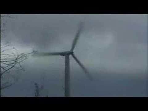 Awaria systemów bezpieczeństwa wiatraka przy silnym wietrze