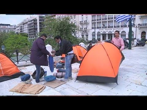Αποχωρούν οι μετανάστες από την πλατεία Συντάγματος