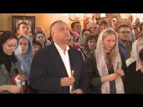 Igor Dodon took part in the Divine Liturgy at the the Church of the Holy Great Martyr Catherine in Rome