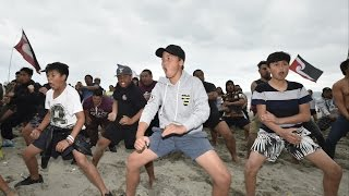 Maori stand with Standing Rock https://www.youtube.com/watch?v=_g91RHsa-ZU TAIRAWHITI Maori have gone global with two rousing haka in their support for those...