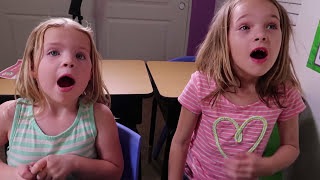 Video Addy and Maya's SHOW & TELL Day at Fake Toy School with Tangle Toys !!! MP3, 3GP, MP4, WEBM, AVI, FLV Juli 2018