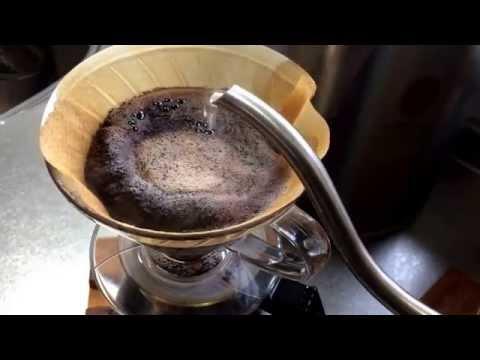 タンザニア、ブラックバーン農園のコーヒーをハリオV60で。