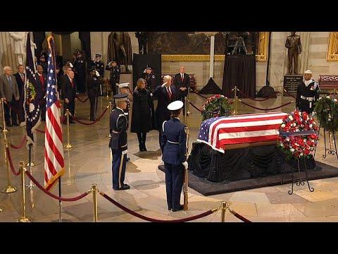 Οι ΗΠΑ «αποχαιρετούν» τον Τζορτζ Ουόκερ Μπους