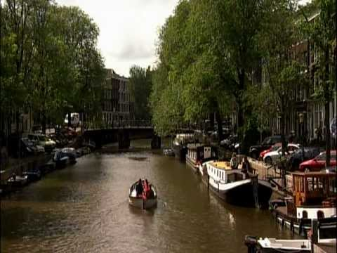 amsterdam - Curious about living in Amsterdam? American expats and expert Amsterdam real estate agent Sebastiaan van Thienen explains how to buy property in Amsterdam an...