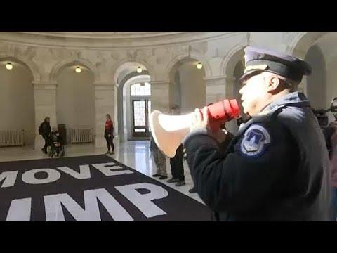 «Φάρσα» για τον Τραμπ η παραπομπή του σε δίκη