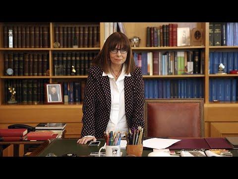 LIVE: Ορκίστηκε η πρώτη γυναίκα Πρόεδρος της Ελληνικής Δημοκρατίας…