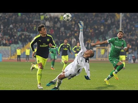 Mesut Ozil 2016/17 | Magical Dribbling Skills & Passes HD