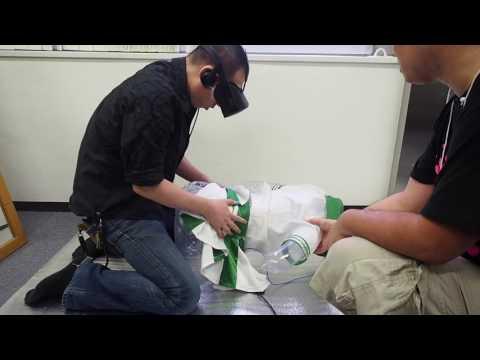 日本男在展示場「體驗使用VR眼鏡看18禁動漫」,一戴上後他居然立馬忘記所有人的存在…