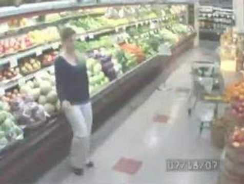 超市監視器捕捉到驚人一幕!小姐你太帥了!