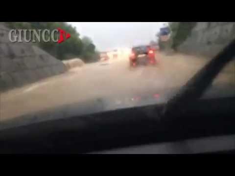 La strada è un fiume in piena, VIDEO choc sulla senese. GUARDA