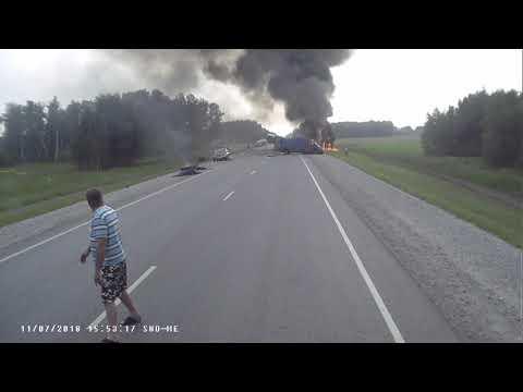 Авария фура микроавтобус пожар трасса Новосибирск Омск 11.07.18 - DomaVideo.Ru