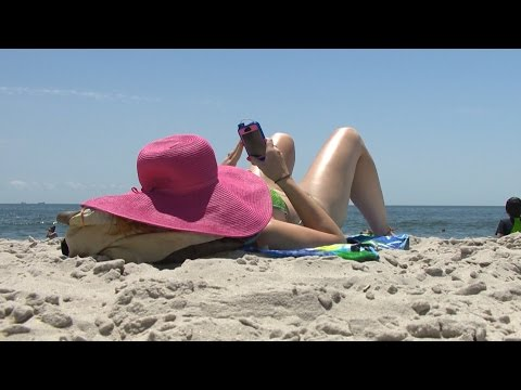 Protecting Electronics on Vacation | Consumer Reports