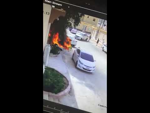 العرب اليوم - شاهد  لحظة إنقاذ شاب لسيارة اشتعلت النيران فيها
