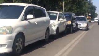 В Бишкеке столкнулись 4 автомобиля — хозяева простили друг друга