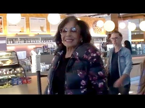 EXCLUSIVE - Dame Shirley Bassey Breezes Through LAX After Her Tour
