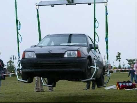 Volvo Hiab - Prezentacja mozliwosci bojowych nowego wozu ratownictwa technicznego dla strazakow w Tczewie.Niektore czesci nagrania sa przyspieszone - to tak zeby nie mowi...