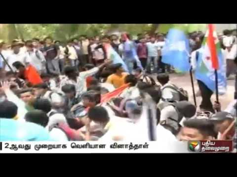 Students-protest-against-leakage-of-12th-Chemistry-paper-in-Karnataka