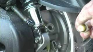 8. Yamaha Vino 125 - Final Drive / Gear / Hub / Transmission Oil Change