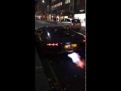 Lamborghini Aventador catches fire on Sloane Street
