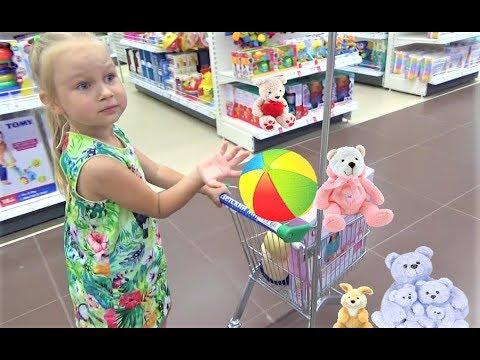 Алиса покупает ПОДАРОК на ДЕНЬ РОЖДЕНИЯ ! Alice buys a GIFT for a friend's BIRTHDAY ! (видео)