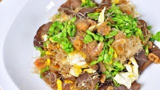 [Thai Food] Fried Vermicelli With Cowslip Flowers (Pad Woon Sen Dok Ka Jorn)