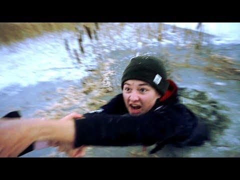 Junge bricht ins Eis ein beim Angeln | gefährliches Eisangeln