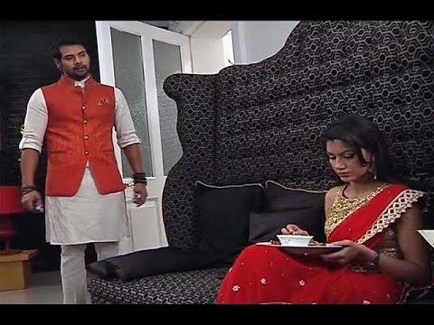 Kumkum Bhagya | Pragya CAUGHT Eating On Karva Chau