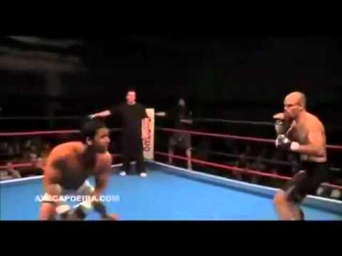 Capoeira no MMA! NOCAUTE (видео)