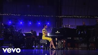 Alicia Keys - Try Sleeping With A Broken Heart (On David Letterman) (Live) lyrics (French translation). | Even if you were a million miles away, I could still feel you in my bed, Near me, touch me, feel...