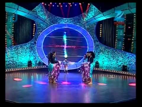 harni - Today Harni performed to the song 'Unnak ennakum Aandham' from the movie 'Sri Raghavendra'. Judges appreciated Harni for her mind blowing performance. She go...