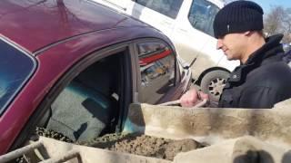 Подарок для верной жены, муж залил машину жены бетоном