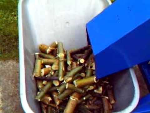Rębak bebnowy rozdrabniacz wood chipper Štěpkovač drtič dřevního odpadu GANGNAM STYLE