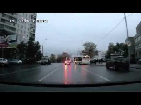 Водитель уходит от столкновения :)
