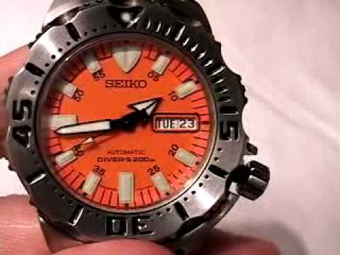 watchreport - Christian Cantrell from www.watchreport.com reviews the Seiko Orange Monster. Complete review available at: http://www.watchreport.com/2007/09/review-of-the-...
