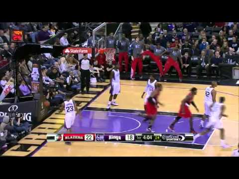 LaMarcus Aldridge throws it down on the Kings